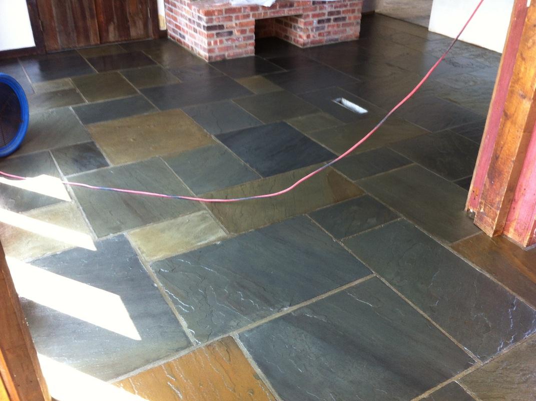 Slate tile floor natural slate tile flooring backyard for 100 vinyl floor tiles